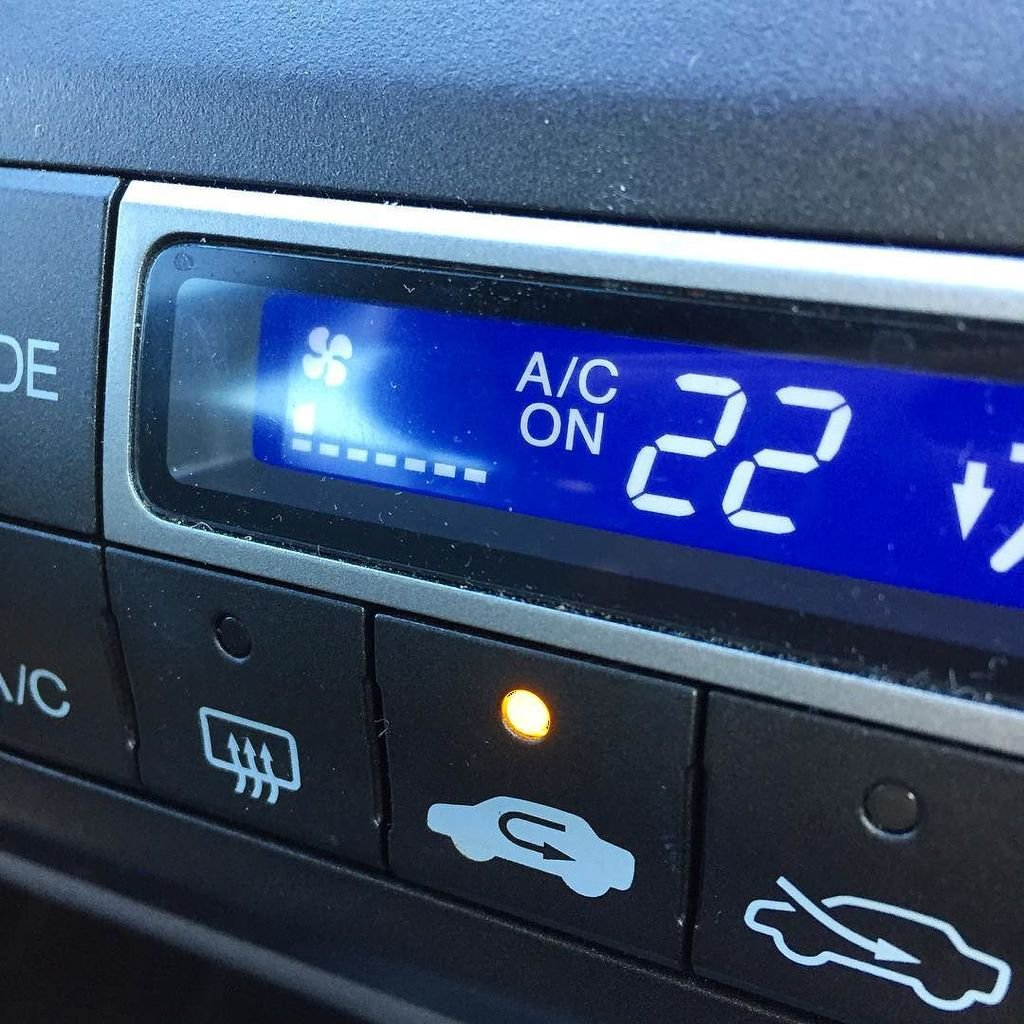 How to maintain Car's AC during winters